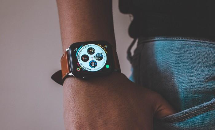 Smartwatch am Armgelenk